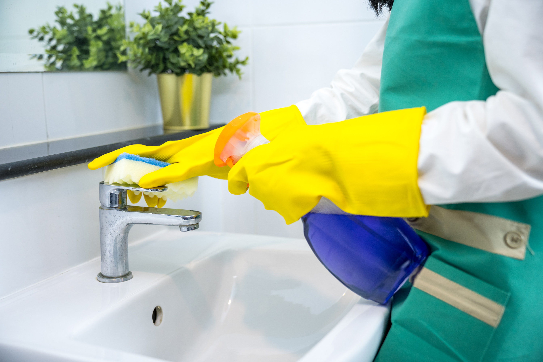 bathroom deep cleaning guide